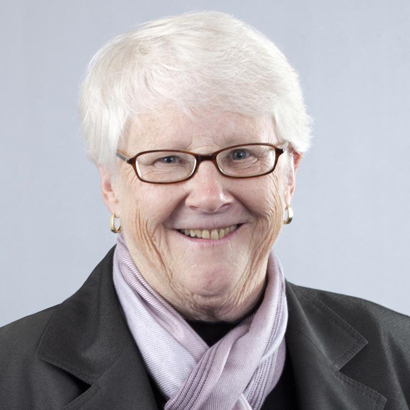 a headshot of Carole Groom